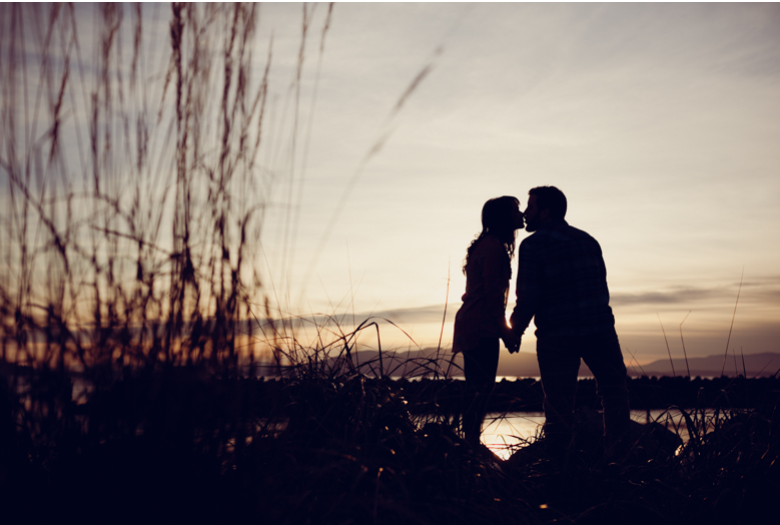 bellingham-engagement-pictures-sunset-beach_clinton_james_0010