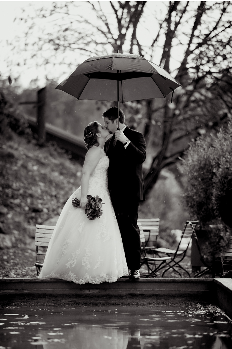 roche harbor winter wedding in rain with umbrella