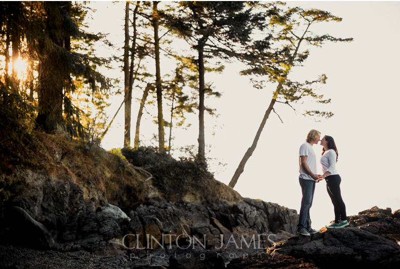 pnw engagement, beach engagement, golden light, northwest, engagement session