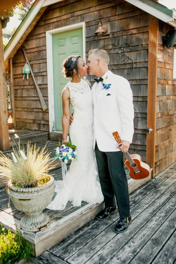 bellingham-wedding-groom-with-ukulele-by-boathouse