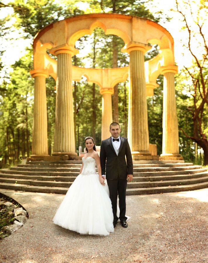 roche-harbor-wedding-photo-at-mausoleum