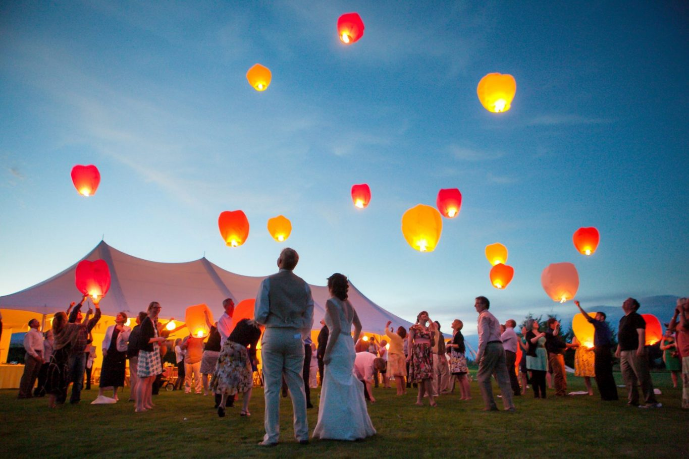 bellingham-lantern-release-photo-outdoor-wedding-reception