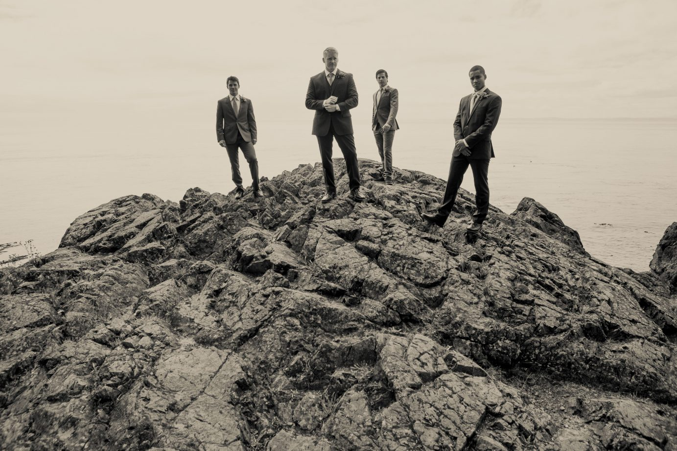 groomsmen-san-juan-island-james-bond-at-beach