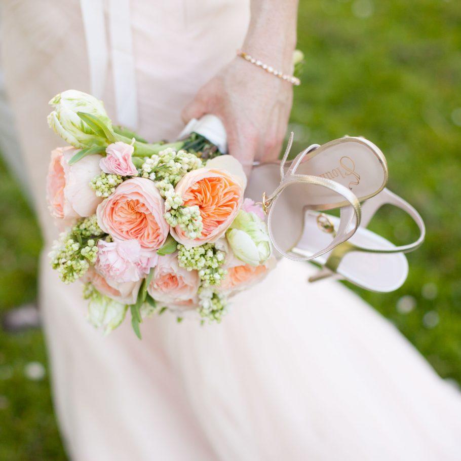 Seattle-wedding-photographer-bride-detail-bouquet-shoes
