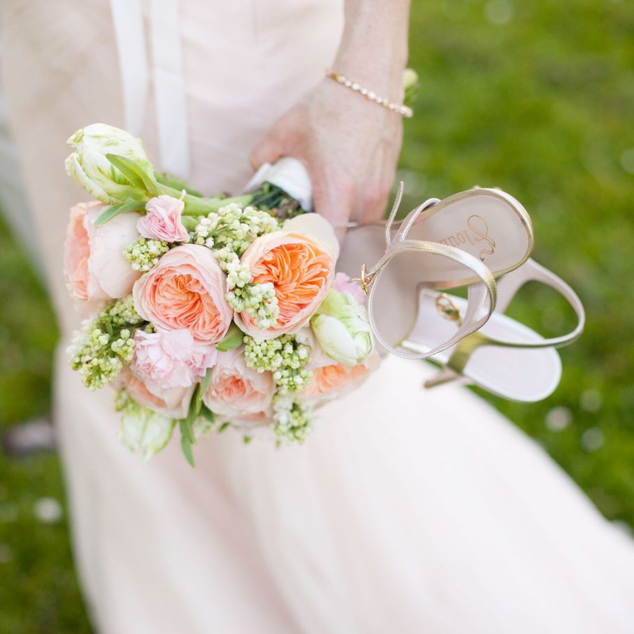 Seattle-wedding-photographer-bride-detail-bouquet-shoes
