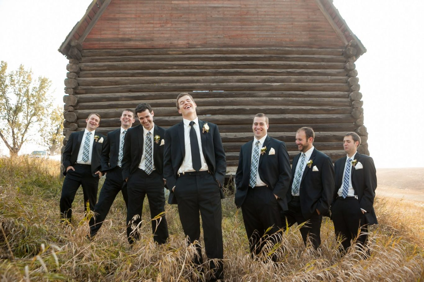 groomsmen-portrait-with-barn-black-suits