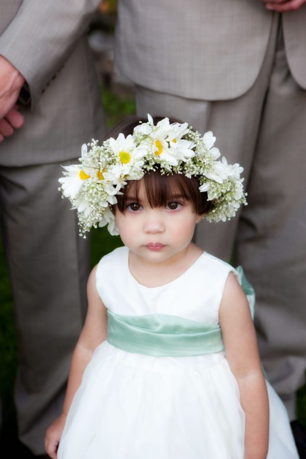 daisy-flower-crown-on-flower-girl-bellingham-wedding-photo