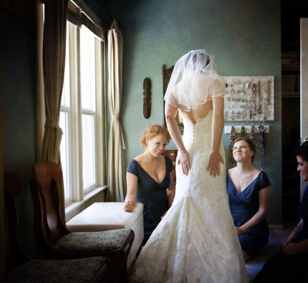 bride-getting-ready-photo-seattle-wedding-photo-photographer