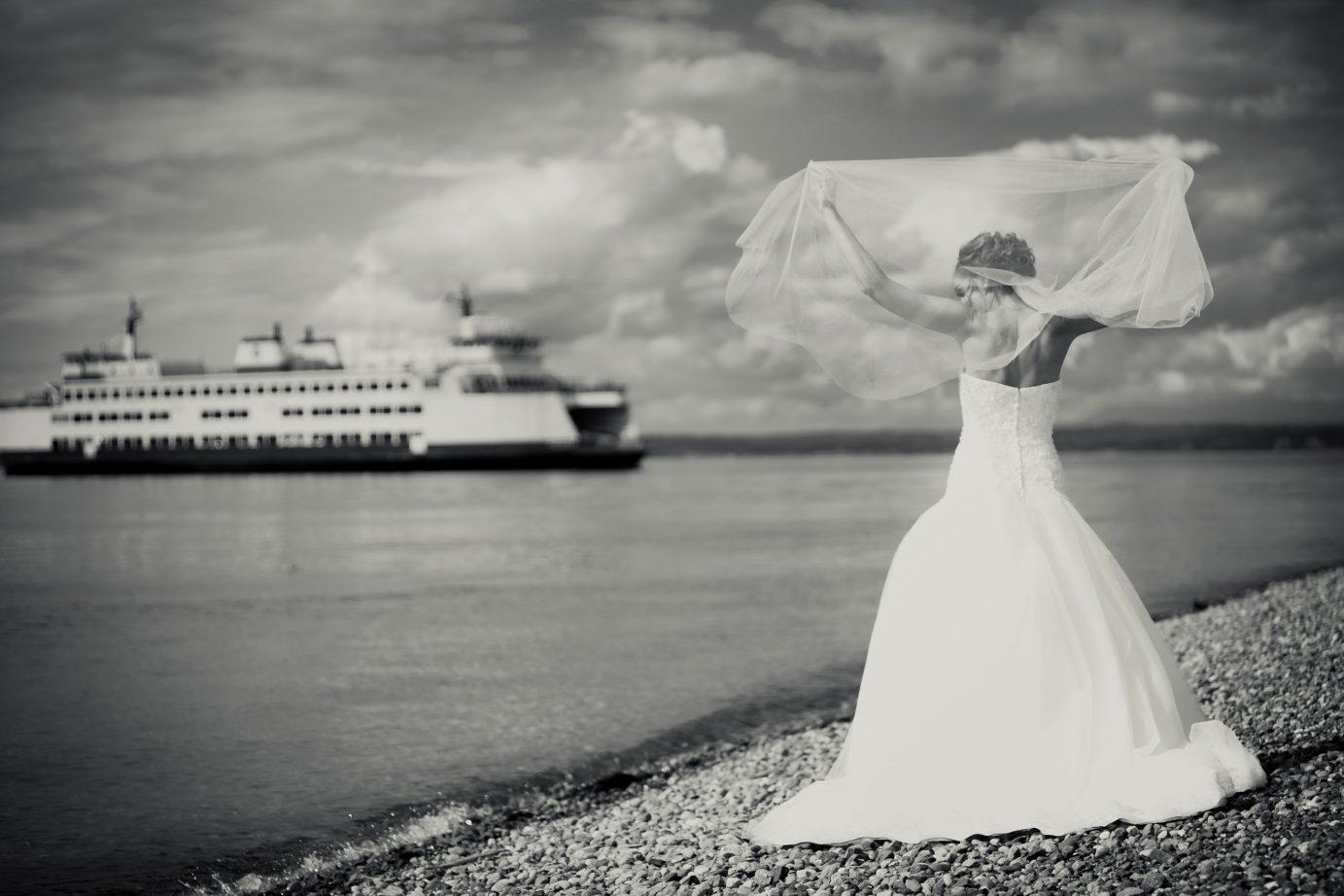 bride-veil-washington-ferry-on-the-beach