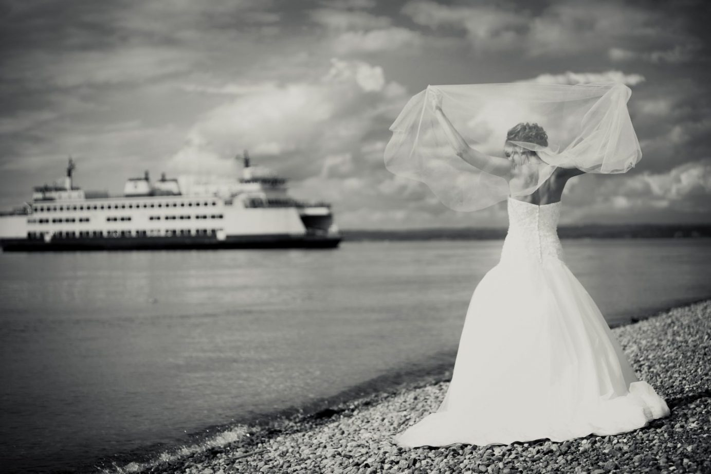 bride-veil-washington-ferry-on-the-beach