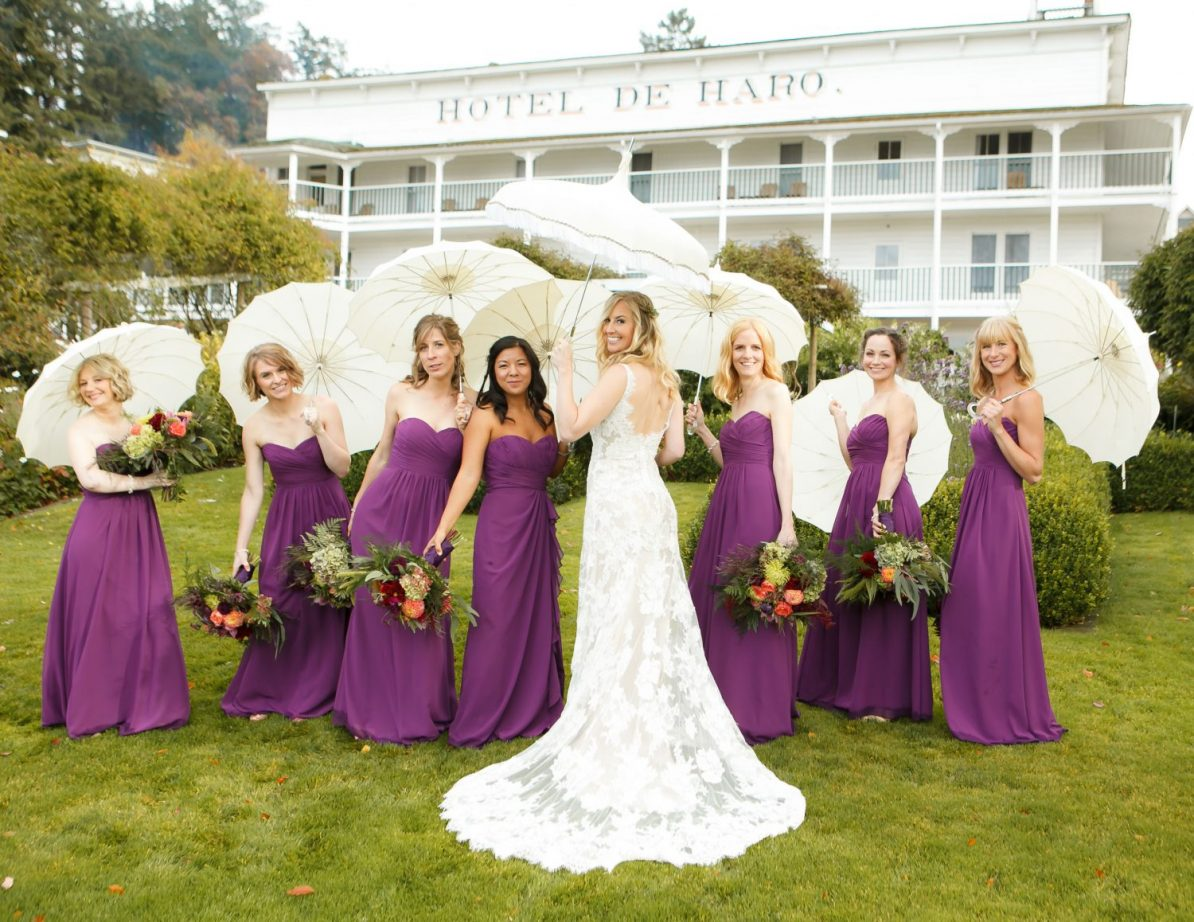 roche-harbor-wedding-hoteldeharo-bridesmaids-parasols-purple-dresses