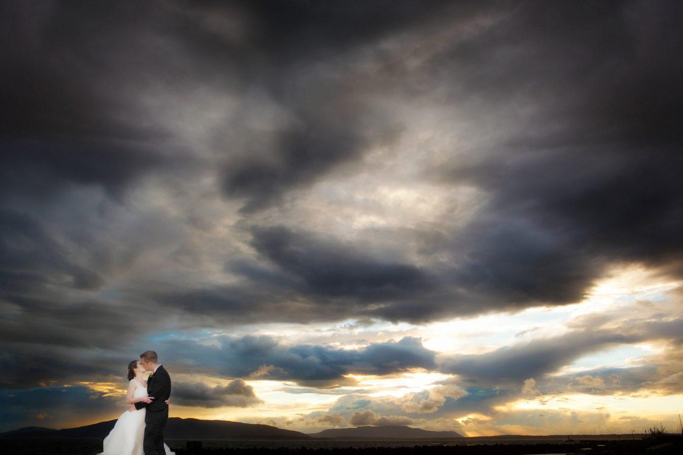 bellingham-sunset-with-bride-groom-bellwether-hotel-wedding-photo