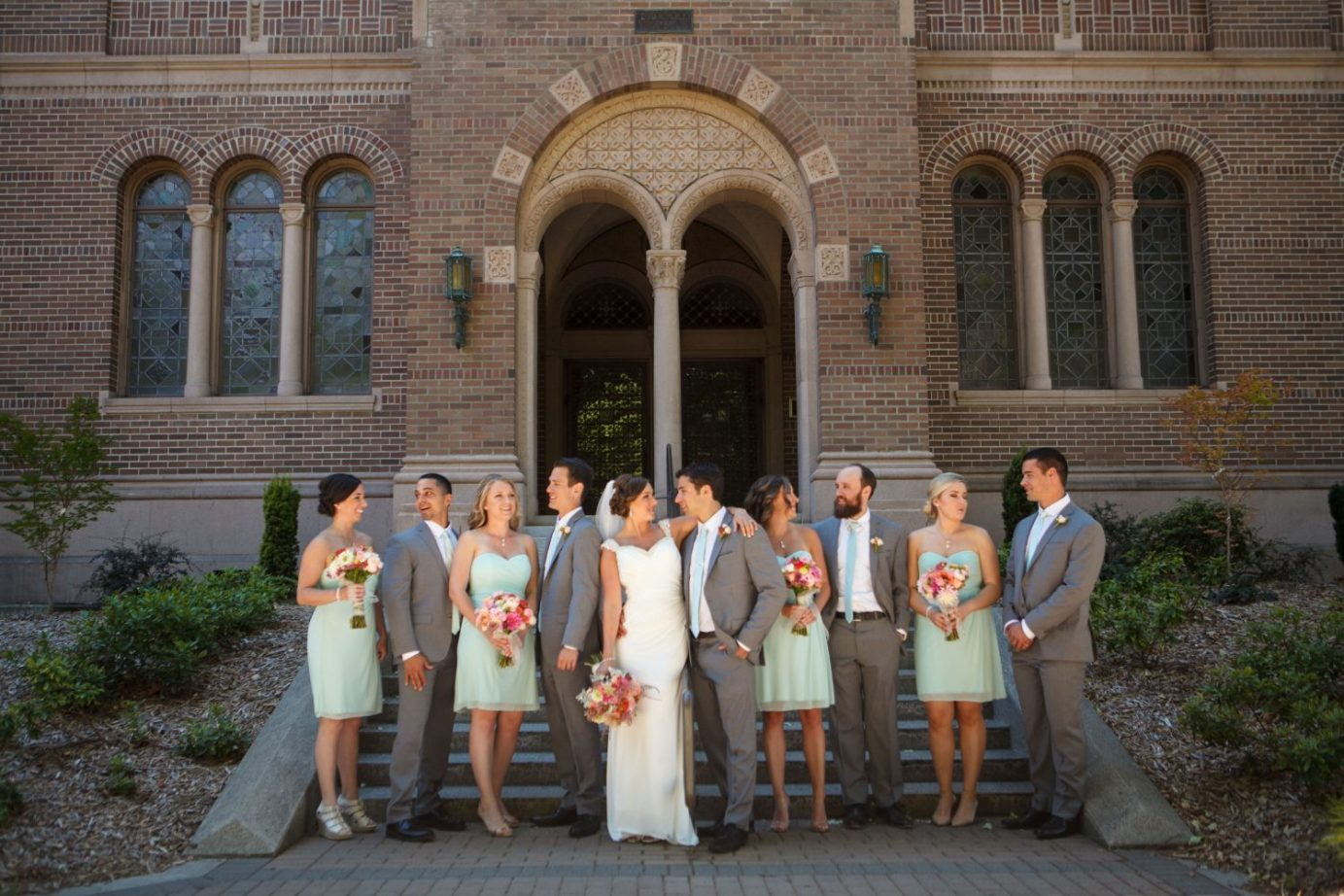 Bellingham-campus-wedding-photo-of-wedding-party-teal-dress